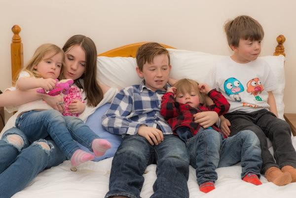 family gathering photographer witney